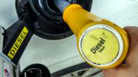 La taxation du gazole augmentera d'un centime par litre en 2016 puis en 2017 et celle de l'essence sera réduite du même montant sur la même période [Philippe Huguen / AFP/Archives]