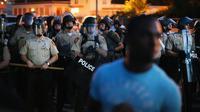 La police anti-émeute face aux manifestants à Ferguson (Missouri) le 13 août 2014 [Scott Olson / Getty/AFP]