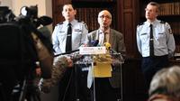 Bernard Farret, le procureur de la république d'Amiens s'exprime sur l'affaire Elodie Kulik, violée et tuée en 2002, lors d'une conférence de presse, le 18 Janvier 2013 au palais de justice d'Amiens, après la mise en examen de Willy Bardon [Philippe Huguen / AFP/Archives]
