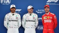 Le Finlandais Valtteri Bottas en pole devant le Britannique Hamilton (g) et l'Allemand Vettel au GP d'Azerbaïdjan le 27 avril 2019 [Alexander NEMENOV / AFP]