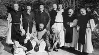 Photo non datée montrant, au premier rang de gauche à droite, Frère Paul, Frère Christophe, et au second rang Frère docteur Luc Dorchier (deuxième à gauche), Frère Michel (troisième à gauche), Père Amède (deuixème à droite) et Frère Jean-Pierre (1er à droite), six des sept moines kidnappés à Tibéhirine [- / AFP/Archives]