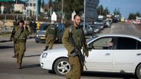 Des soldats israéliens patrouillent près du carrefour de Goush Etzion en Cisjordanie, le 5 janvier 2016 [MENAHEM KAHANA / AFP/Archives]