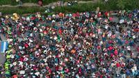 Vue aérienne de la caravane de migrants, sur la route entre Arriaga et Tapanatepec, au sud du Mexique, le 27 octobre 2018 [Guillermo Arias / AFP]