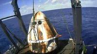 Crew Dragon après son amerrissage dans l'Atlantique le 8 mars 2019 [HO / NASA TV/AFP]