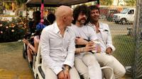 Philippe Zdar (d), aux côtés des musiciens DJ Boom Bass (g) et Gaspard Auge, le 18 avril 2010 à Indio (Etats-Unis) [Michael Tullberg / GETTY IMAGES NORTH AMERICA/AFP/Archives]