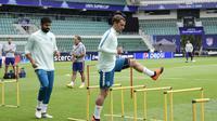 Les attaquants de l'Atletico Madrid Diego Costa et Antoine Griezmann à l'entraînement le 14 août 2018 à Tallinn, à la veille de la Supercoupe d'Europe contre le Real [JAVIER SORIANO / AFP]