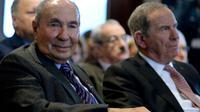 Serge Dassault et son successeur Charles Edelstenne lors d'une présentation de résultats de Dassault Aviation le 8 mars 2017  [ERIC PIERMONT / AFP/Archives]
