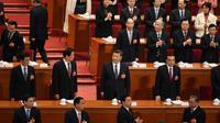 Le président chinois Xi Jinping (c) et le Premier ministre Li Keqiang (d, 2è rang), lors d'un vote sur le changement de la Constitution à l'Assemblée nationale populaire à Pekin, le 11 mars 2018 [GREG BAKER / AFP]