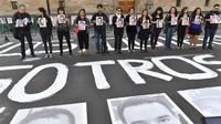 Des journalistes manifestent contre les violences et les meurtres au Mexique, le 1er juin 2018 devant le Palais national à Mexico [Yuri CORTEZ / AFP/Archives]