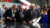 Le président français François Hollande (2e d), et le roi du Maroc Mohammed VI (3e d) au centre de maintenance du train grande vitesse Tanger-Casablanca à Tanger, le 19 septembre 2015 [Alain Jocard / POOL/AFP]
