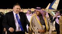Le secrétaire d'Etat américain Mike Pompeo accueilli à Ryad par le ministre d'Etat saoudien aux Affaires étrangères Adel al-Jubeir, le 13 janvier 2019 [ANDREW CABALLERO-REYNOLDS / POOL/AFP]