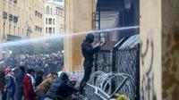 Heurts entre forces de l'ordre et manifestants antipouvoir à Beyrouth, le 18 janvier 2020 [Anwar AMRO / AFP]