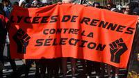 Des lycéens manifestant à Rennes contre la réforme des universités le 19 avril 2018 [Damien MEYER / AFP/Archives]