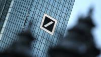 Le logo de la Deutsche Bank sur l'immeuble du quartier général de la banque allemande, à Francfort [DANIEL ROLAND / AFP/Archives]