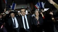 François Fillon au côté de son épouse Penelope Fillon, lors d'un meeting de campagne, le 29 janvier 2017 à Paris [Eric FEFERBERG / POOL/AFP/Archives]