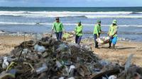 Des déchets sur une plage de Kuta Beach à Bali, e, Indonésie, le 19 décembre 2017 [SONNY TUMBELAKA / AFP]