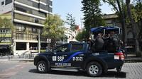 Des policiers en patrouille à Mexico, le 29 juin 2018 à deux jours des élections générales [JOHAN ORDONEZ / AFP]
