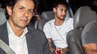 La superstar Neymar en route vers l'hôpital de Belo Horizonte, le 2 mars 2018 afin d'y être opéré du pied  [NELSON ALMEIDA / AFP/Archives]
