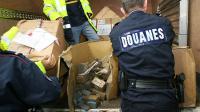 Cinq douaniers ont été placés en garde à vue lundi à Paris en lien avec une affaire de stupéfiants [PHILIPPE HUGUEN / AFP/Archives]