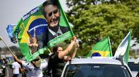 DEs partisans du candidat d'extrême droite Jair Bolsonaro à l'élection présidentielle au Brésiel paradent le 6 octobre 2018 à Brasilia, à la veille du premier tour de scrutin.   [EVARISTO SA / AFP]