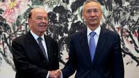 Le secrétaire américain au Commerce Wilbur Ross (g) et le vice-Premier ministre chinois Liu He, le 3 juin 2018 à Pékin [Andy Wong / POOL/AFP]