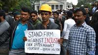 Des manifestants se rassemblent malgré une interdiction pour protester contre la nouvelle loi sur la citoyenneté en Inde qu'ils jugent discriminatoire envers les musulmans, à Bangalore le 19 décembre 2019 [Manjunath Kiran / AFP]