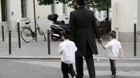 """Plus de 250 personnalités signent un """"manifeste contre le nouvel antisémitisme"""" en France, dénonçant un """"silence médiatique"""" et une """"épuration ethnique à bas bruit"""" dans certains quartiers [LOIC VENANCE / AFP/Archives]"""