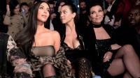 De gauche: KIm Kardashian, Kourtney Kardashian et leur mère Kris Jenner lors d'un défilé à Paris, le 29 septembre 2016 [ALAIN JOCARD                         / AFP/Archives]