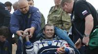 L'astronaute russe Gennady Padalka à son retour sur terre, le 12 septembre 2015 à Zhezkazgan au Kazakhstan  [Yuri Kochetko / Pool/AFP]