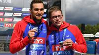 Les Français Axel Reymond et Logan Fontaine, médailles d'argent et de bronze du 5 km en eau libre aux Championnats d'Europe, à Glasgow, le 8 août 2018 [FRANCOIS XAVIER MARIT / AFP]