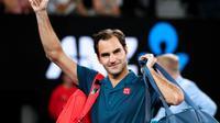 Le Suisse Roger Federer salue les supporters après sa victoire face à l'Américain Taylor Fritz au 3e tour de l'Open d'Australie, le 18 janvier 2019 à Melbourne [DAVID GRAY / AFP]