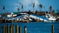 Des bâteaux soulevés par l'ouragan Dorian dans la baie de Treasure Cay sur l'île d'Abaco, aux Bahamas [Andrew CABALLERO-REYNOLDS / AFP/Archives]