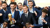 Emmanuel Macron accueille les Bleus à l'Elysée, le 16 juillet 2018 [Lionel BONAVENTURE / AFP]