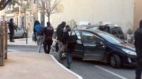 Photo tirée d'une vidéo, le 27 janvier 2015, montrant des policiers du GIPN arrêtant une personne lors d'une opération antijihadiste à Lunel, dans l'Hérault [CAROLINE ROSSIGNOL / AFP/Archives]