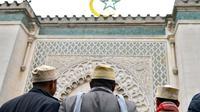 """La grande mosquée de Paris appelle les musulmans """"à voter massivement"""" pour Emmanuel Macron [MIGUEL MEDINA / AFP/Archives]"""