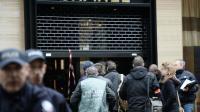 La police mène des investigations après le braquage d'une boutique de bijoux Chanel à Paris le 19 mai 2016 [STEPHANE DE SAKUTIN / AFP]