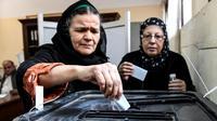 Des Egyptiennes votent lors d'un référendum devant prolonger le mandat du président Abdel Fattah al-Sissi, le 20 avril 2019 dans le quartier de Shoubra au Caire [Khaled DESOUKI / AFP]