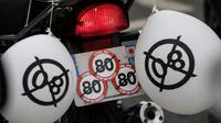 Dans une manifestation de motards opposés à la limitation à 80 km/h sur les routes secondaires, le 15 avril 2018 à Paris [CHRISTOPHE ARCHAMBAULT  / AFP/Archives]