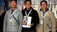 L'alpiniste sud-coréen Kim Chang-ho (centre), et ses camarades Ho Seok-mun (g) et Park Joung-yong (d) lors d'une remise de médaille à Grenoble, le 8 novembre 2017 [JEAN-PIERRE CLATOT / AFP/Archives]