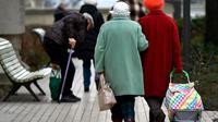 """Les pensions de réversion, qui concernent surtout les veuves, verront leurs règles """"harmonisées"""" dans le cadre de la réforme des retraites [GERARD JULIEN / AFP/Archives]"""