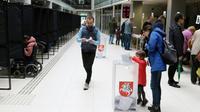 Des Lituaniens votent par anticipation à Vilnius, le 10 mai 2019 [Petras Malukas / AFP]
