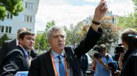 Angel Maria Villar, vice-président senior de l'UEFA, quitte le comité exécutif réuni en session extraordinaire à Bâle, le 18 mai 2016 [FABRICE COFFRINI / AFP]