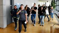 Des suspects des émeutes de Moirans et leurs proches arrivent au tribunal correctionnel de Grenoble, le 19 septembre 2016 [JEAN PIERRE CLATOT / AFP]