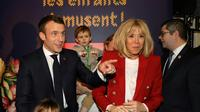 Emmanuel et Brigitte Macron, à Paris à la manufacture des Gobelins le 19 décembre 2018 pour célébrer le Noël des enfants du personnel de l'Elysée [LUDOVIC MARIN / POOL/AFP]