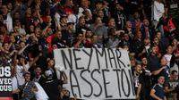 Banderole déployée par des supporters du PSG avant le match contre Nîmes le 11 août 2019 au Parc des Princes  [FRANCK FIFE / AFP]