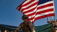 Un soldat américain patrouille dans le village d'al-Qahtaniyah en Syrie, le 31 octobre 2019 [Delil SOULEIMAN / AFP]