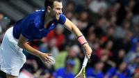 Adrian Mannarino face au Néerlandais Thiemo de Bakker, lors du premier simple de Coupe Davis entre la France et les Pays-Bas, le 2 février 2018 à Albertville [JEAN-PIERRE CLATOT / AFP]