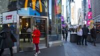 Une enseigne de la chaîne de fast-food McDonald's le 4 novembre 2019 à New York  [KENA BETANCUR / GETTY IMAGES NORTH AMERICA/AFP]