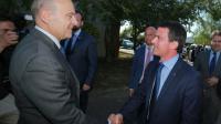 Le maire de Bordeaux Alain Juppé et le Premier ministre Manuel Valls le 23 juillet 2015 à Latresne près de Bordeaux [NICOLAS TUCAT / AFP/Archives]