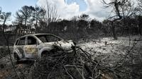 Restes d'une voiture calcinée à Mati en Grèce, le 27 juillet 2018 [LOUISA GOULIAMAKI / AFP]
